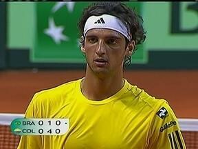 Brasil e Colômbia estão empatados na Copa Davis de Tênis - `Feijão` perde a primeira partida para Santiago Giraldo, mas Thomaz Bellucci iguala o confronto com uma vitória no quinto set sobre Alejandro Falla.