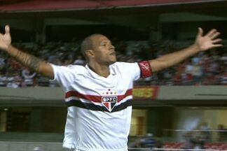 A um gol do número 300, Luis Fabiano se prepara para 'bater na mãe' Ponte Preta - Camisa 9 do Tricolor espera brilhar contra a Macaca em Campinas, pela Copa do Brasil, depois de marcar dois gols contra o Bragantino, pelo Paulistão.