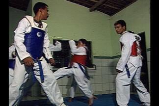 Jovens promessas do Taekwondo vão para o Brasileiro e o Mundial - Atletas treinam na Escola Municipal Jacinto Dantas, em Bayeux, através do projeto Mais Educação em São Paulo.