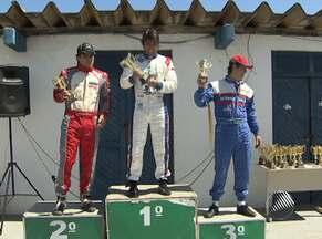 Diego Freitas vence 3ª etapa do Campeonato Baiano de Kart - Diego venceu na categoria 125. Na categoria sênior, o primeiro lugar ficou com Paulo Márcio. A competição foi realizada em Lauro de Freitas.