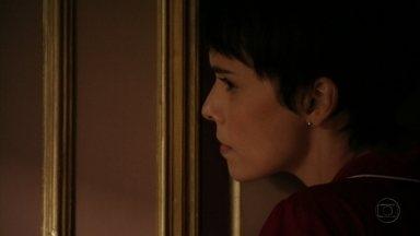 Nina escuta conversa entre Max e Carminha - Eles conversam sobre o negócio que o marido de Ivana fechou com Cleberson e Carminha conta que se encontrou com Rita. Ágata diz para a mãe que ela é a pessoa mais importante de sua vida