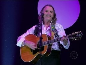Roger Hodgson canta da abertura do Programa - Vocalista do Supertramp, em turnê no Brasil, anima a plateia