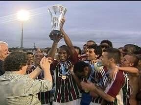 Fluminense vence o Volta Redonda e conquista o Troféu Luiz Penido - Do lado de fora do estádio, as pipas eram alvo de disputa pelas ruas de Bangu.