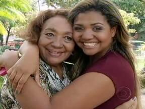 Gaby Amarantos diz que sempre se espelhou na mãe - Dona Elza, de 66 anos, trabalhava como costureira e vendedora de cosméticos na periferia de Belém. A cantora contou que ela usava saltos altos e andava sempre enfeitada. A mãe sempre apoiou a carreira de Gaby Amarantos.