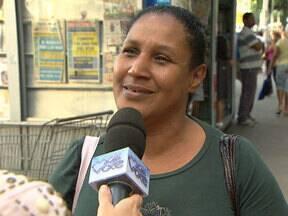 Tominaga mostra que muitos filhos já pagaram mico na hora de presentear as mães - Repórter conversa com o povo pelas ruas e descobre presentes inadequados