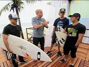 Surfistas passeiam na van do GE - Alex Escobar conversa com revelações para a terceira etapa do Mundial de Surfe, no Rio de Janeiro.