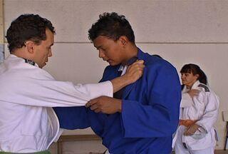 Judocas cegos de MS vão disputar campeonato em SP - Uma delegação de Mato Grosso do Sul embarcou para São Paulo, onde será disputado um campeonato de judô para cegos, um dos mais importantes do país nessa categoria.