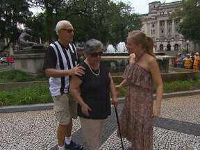 Ney Latorraca e Angélica passeiam por Santos - O ator apresenta sua família para o Estrelas