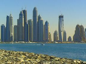 Dubai reúne diferentes significados de luxo em um só lugar - Para quem chega em Dubai a impressão é de que luxo é sinônimo de dinheiro, consumo, ostentação. Mas a cidade mostra que, num lugar de deserto, a água pode ser algo luxuoso. Além disso, praticamente não há crimes e os transportes são seguros.