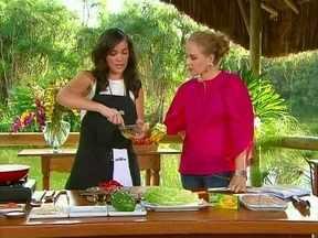 Adriana Birolli mostra seu talento na cozinha - A atriz ensina a receita de frango grelhado à moda oriental para Angélica