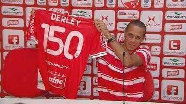 """Derley comemora a marca de 150 jogos pelo Náutico - Hoje nos Aflitos, tem a estreia do Timbu em casa pela Série """"A"""". Contra o Cruzeiro, Derley vai usar a camisa de número 150."""