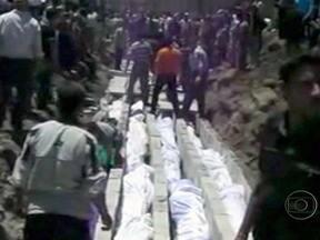 Ataque na Síria faz mais de 90 vítimas - De acordo com os moradores de Hula, forças do governo começaram o bombardeio a uma área residencial. Parte das vítimas eram crianças com menos de 10 anos de idade.