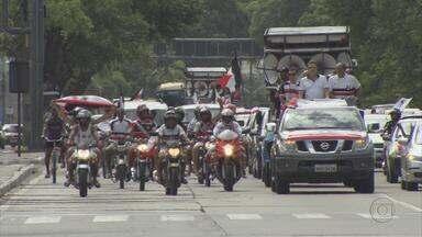Santa Cruz faz carreata para celebrar bicampeonato - Torcida tricolor invadiu as ruas do Recife