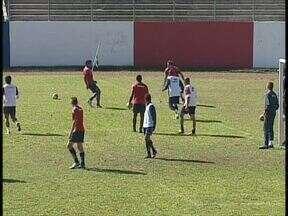 Paraná Clube treina antes de enfrentar o América-MG, pela Série B do Brasileiro - O técnico Ricardinho ainda busca sua primeira vitória no torneio. Na estreia, o time empatou