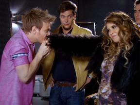 Chayene encontra Michel Teló - A cantora está furiosa com Socorro pela confusão no avião