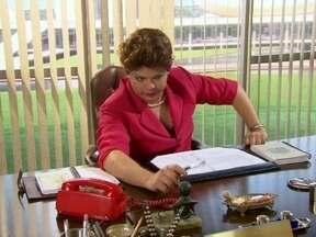 Dilma reclama da bagunça em seu gabinete - Ela chama a ministra da faxina e reclama quanto à poeira e à sujeira de sua sala