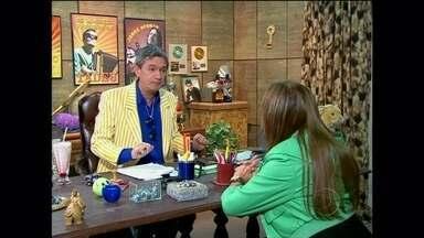 O Produtor faz uma entrevista e emprego com Susana Vieira - Atriz busca um trabalho de atriz e consegue uma chance para ser aeromoça