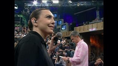 Adriana Calcanhoto conversa com fã no 15 Segundos de Fama - André Felipe Rodrigues Silva encontrou a cantora em um show em Santos