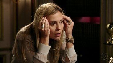 Carminha repreende Max - Ela ofende o amante por ele ter escolhido Dinorah para se passar pela suposta mãe de Jorginho