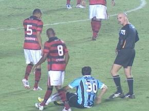 Kleber sofreu diversas faltas na partida contra o Atlético-GO - Grêmio enfrentou o Atlético-GO pela terceira rodada do Brasileirão.