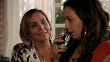 Monalisa decide procurar Silas - Ela e Olenka conversam sobre Tufão e Monalisa diz que pensou em retomar seu casamento