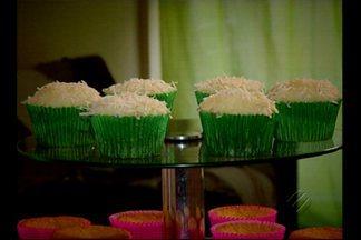 Confira a receita de um cupcack junino - A receita de bolinho ganha um novo sabor com fubá, goiabada e coco. Confira o passo-a-passo da receita.