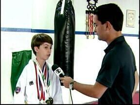 Atleta de Divinópolis é promessa no taekwondo - Jovem participa de competição nos Estados Unidos e volta para casa com vária medalhas