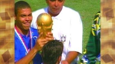 Ronaldo fala das lembranças da Copa de 94, quando o Brasil comemorou o tetra - Fátima conta que o jogador era um menino quando foi à primeira Copa do Mundo