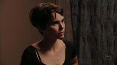 Nina descobre que Carminha mentiu para Tufão - Jorginho pede para a namorada se afastar de Max e conta as mentiras que a mãe inventou sobre Rita