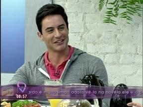 Ricardo Tozzi não é o dono da voz de Fabian: 'Na verdade, eu nunca cantei' - Ator toma café da manhã com Ana Maria e conta tudo sobre seus personagens em Cheias de Charme