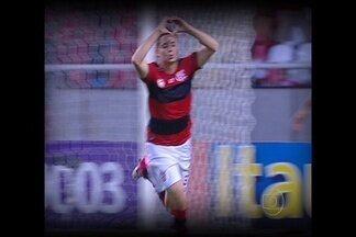 Globo Esporte DF: Jovens revelações se destacam na rodada do Brasileirão - Meias Bernard, do líder Atlético-MG, e Adryan, do Flamengo, ofuscam estrelas e veteranos para roubar os holofotes