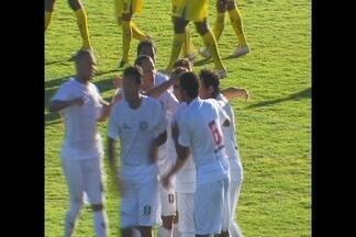 Globo Esporte DF: Ceilândia vence mais uma na Série D - Com gol decisivo do atacante Zé Carlos, Gato Preto vira sobre o Cene, ganha por 3 x 2 e lidera o grupo A05 da quarta divisão. Brasiliense tropeça na estreia da Série C