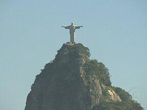 Alguns dos principais endereços do Rio de Janeiro podem ficar ainda mais valorizados - Foi o cenário que fez o Rio ser aprovado como Patrimônio da Humanidade pela Unesco. Com o título, a responsabilidade pela preservação aumentou. Quem quer morar de frente para uma destas paisagens paga até 50% a mais pelo imóvel.