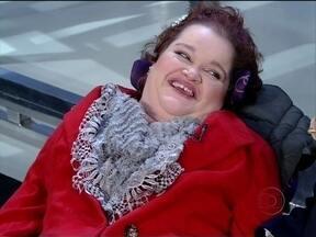 Eliana Zagui vive em um hospital e aprendeu a ler, escrever e pintar com a boca - Ela chegou ao HC aos 2 anos de idade com poliomielite, paralisada do pescoço aos pés e quase incapaz de respirar. Conhece o mundo pela internet, pela TV e –graças a saídas raras e rápidas – pela janela da ambulância.