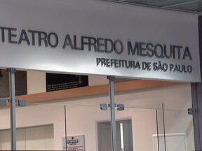 Teatro Alfredo Mesquita será reinaugurado em SP - Além da reabertura do teatro, o dia marca a volta da atriz Drica Moraes aos palcos, depois de três anos de luta contra a leucemia. Os ingressos serão distribuídos de graça uma hora antes do espetáculo começar.