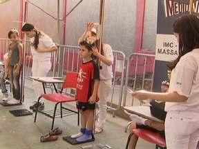 Medidinha Certa visita Recife e Belo Horizonte - Em Recife, foram 4,3 mil pessoas e mais de 500 crianças e adolescentes foram pesadas. Em Belo Horizonte, 3,9 mil estiveram presentes, e quase 700 crianças e adolescentes passaram por medição.