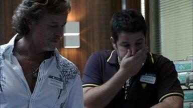 Tufão manda Max ir embora do hospital - O malandro visita Jorginho e é destratado pelo cunhado. Ivana tenta acalmar Max, que critica a forma como Tufão cria os filhos