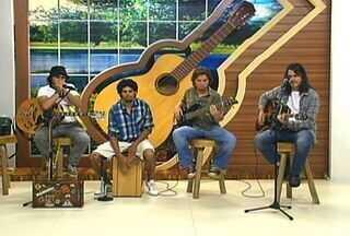 Banda Muchileiros apresenta sua música no palco do programa - Banda Muchileiros apresenta sua música no palco do programa