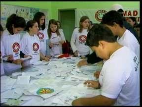 Um trabalho de prevenção ao uso de drogas mobiliza jovens em Crissiumal - É o Comad, Conselho Municipal Antidrogs. Que trabalha em parceria com jovens e a comunidade.