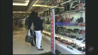 Inadimplência cresce no estado de São Paulo e consumidores adiam compras - Dados da Serasa apontam que inadimplência teve alta de 19% no primeiro semestre de 2012.