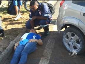 Mulher fica ferida em acidente na BR-324 na manhã deste sábado - A motorista perdeu o controle da direção depois que o carro teve um pneu estourado e bateu no meio fio.