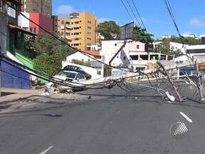 Moradores de Salvador enfrantam congestionamento na manhã deste sábado - O motivo foi um acidente no bairro do Rio Vermelho, em que um carro derrubou dois postes.