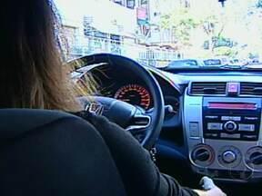 Professora passa momentos de terror durante sequestro-relâmpago no Paraná - Um grupo de adolescentes fez uma professora refém no Paraná. Enquanto ela era mantida sob a mira de um revólver, três adolescentes foram a um caixa eletrônico e fizeram saques de R$1.400.