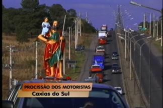 700 veículos participam de procissão motorizada em Caxias do Sul - Domingo foi dia de procissão motorizada em homenagem a São Cristóvão. A festa dos motoristas, em Ana Rech, é realizada há 31 anos.