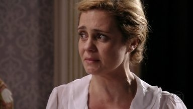 Carminha se emociona ao falar sobre a mãe - Nina questiona a megera sobre seus pais. Tufão liga para a esposa e ela implora para que ele volte de Cabo Frio