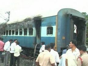 Incêndio em trem deixa 47 mortos na Índia - O trem ia de Nova Delhi para Chenai, no Sul, quando um dos vagões começou a pegar fogo. Era de madrugada e os passageiros estavam dormindo. Há dezenas de feridos. Testemunhas dizem que houve um curto-circuito.