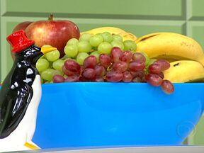 Fibras e alimentos ricos em água ajudam na manutenção do peso - Alimentos integrais, frutas e verduras aumentam a saciedade. Também é importante não ficar muito tempo em jejum. O recomendável é fazer lanches saudáveis entre as refeições.