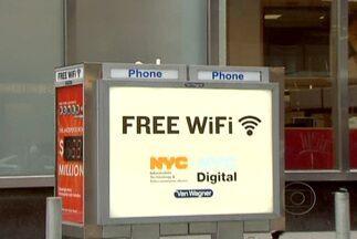 Cabines telefônicas viram ponto gratuito de acesso à internet em NY - A cidade de Nova York encontrou uma solução interessante para oferecer internet em locais públicos. O projeto começou com 13 orelhões, que continuam funcionando como telefone e, agora são também pontos de acesso à internet.