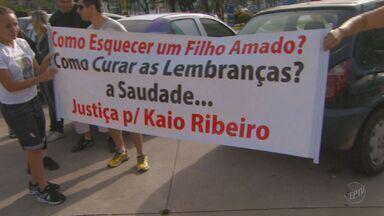 Família de lutador morto em suposto racha protesta em Campinas - A família do lutador Kaio Ribeiro, morto em novembro passado em um suposto racha em Campinas, fez um protesto neste domingo. A audiência do caso foi adiada para outubro.
