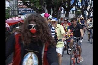 Bom humor e cidadania no aniversário de 427 anos de João Pessoa - Participantes do movimento pediram por mais ciclovias na capital e incentivaram o uso do transporte.